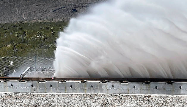 Imagen de las pruebas que la empresa Hyperloop One llevó a cabo en el desierto de Nevada (EE UU) a mediados de mayo para su prototipo, que pretende superar los 1.000 km/h.