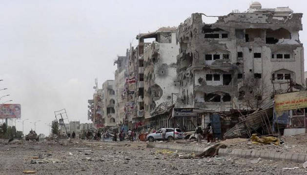 Al menos 40 reclutas del Ejército yemení muertos en un atentado suicida en Adén