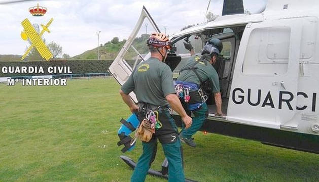 Los rescatadores, en el momento de abandonar la base.
