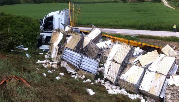 Un camionero, trasladado al CHN tras sufrir un accidente en Barasoain