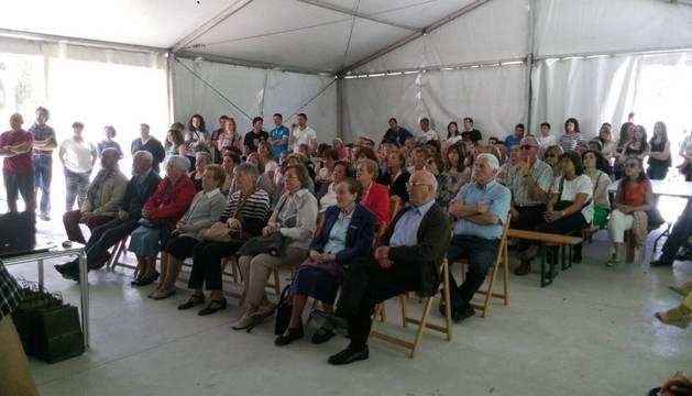 Los entrevistados en la recogida del patrimonio inmaterial de Urraúl Bajo, sentados en primera fila.