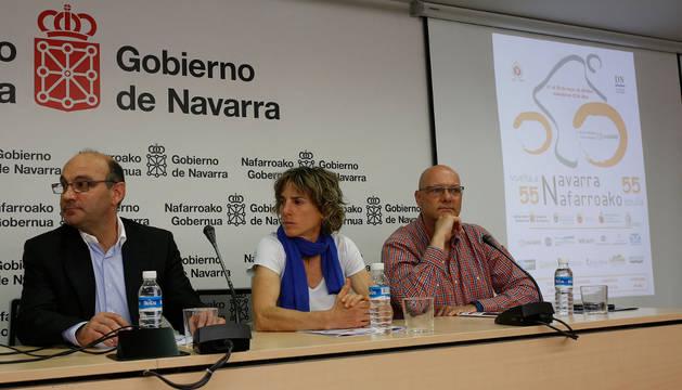 Juan Carlos Garde, Begoña Echeverría y Óscar huarte, durante la presentación de ayer.