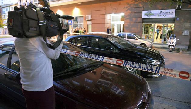 Buscan a dos hombres por asaltar una armería de Huesca tras raptar a una conductora