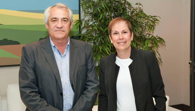 La Presidenta Barkos con Jesús Santos.