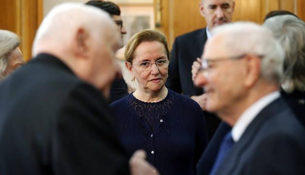 Amalia Valcárcel Bernaldo de Quiros (c), y otros miembros del jurado del Premio Princesa de Asturias de Ciencias Sociales 2016, al inicio de la reunión del jurado, este martes.