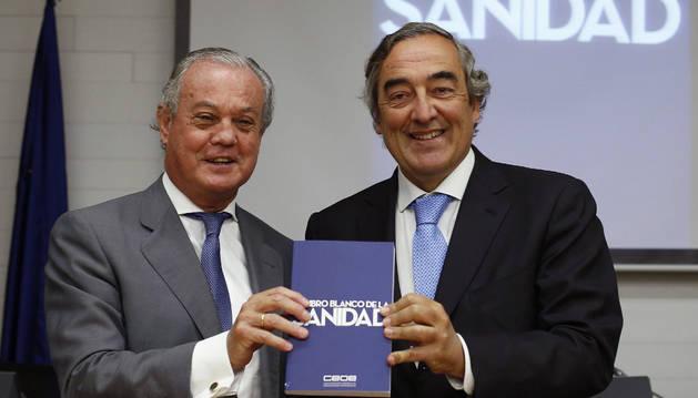 Joan Rosell y Carlos González Bosch, durante la presentación del Libro Blanco de la Sanidad.
