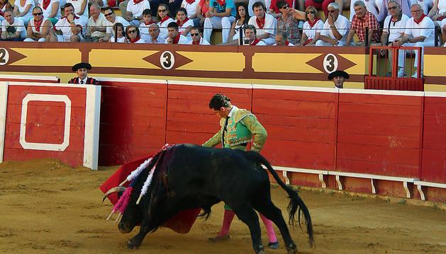 Imagen de una novillada en la plaza de toros de Lodosa.