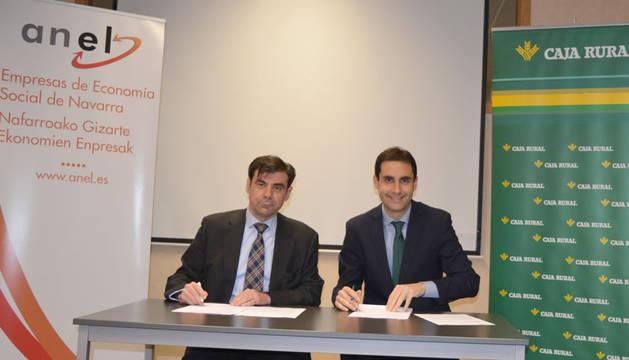 Ignacio Ugalde, presidente de ANEL, y  Ricardo Goñi Leranoz, director de Relaciones Institucionales de Caja Rural de Navarra.