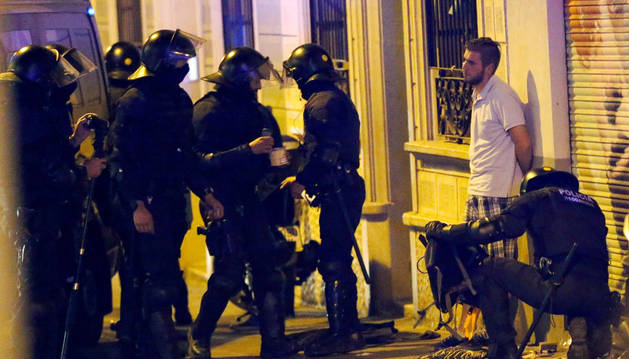 Nueva noche de disturbios en Gràcia por el desalojo del 'banco expropiado'