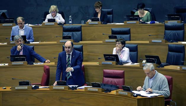 Intervención de Manu Ayerdi durante el pleno de este jueves.