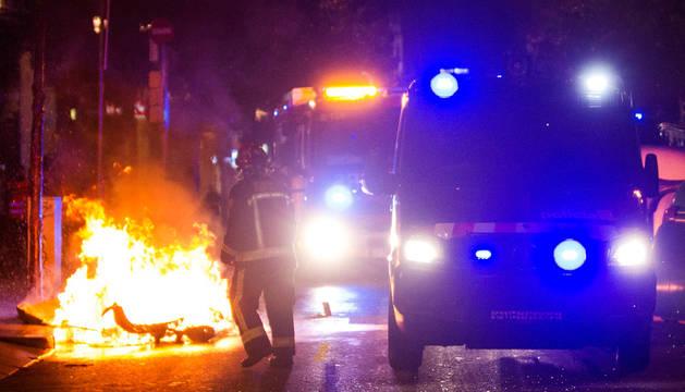 Tercera noche de disturbios en el barrio de Gracia de Barcelona
