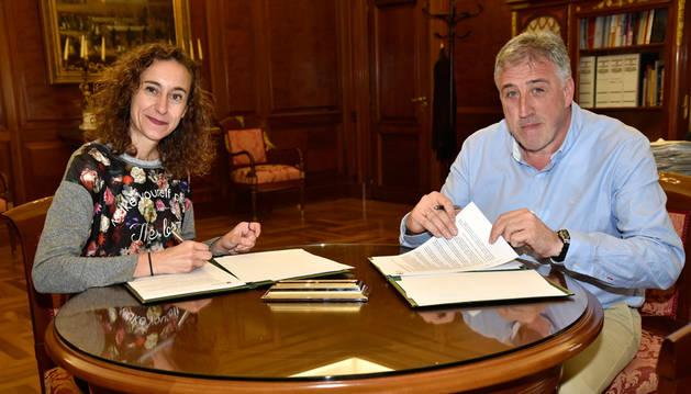 Pamplona y la Coordinadora de ONGD firman un convenio sobre cooperación y desarrollo