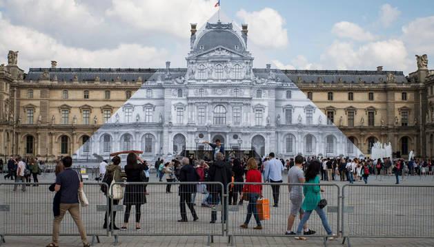 Desaparece la pirámide de cristal de la plaza del Louvre