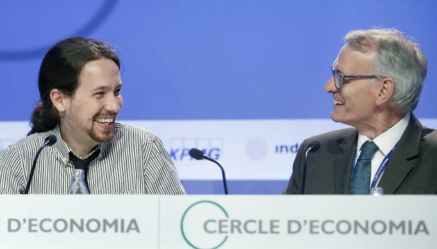 Pablo Iglesias, junto al presidente del Círculo de Economía, Antón Costas.