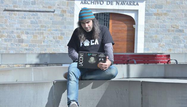 Chema Alonso en el Archivo de Navarra.