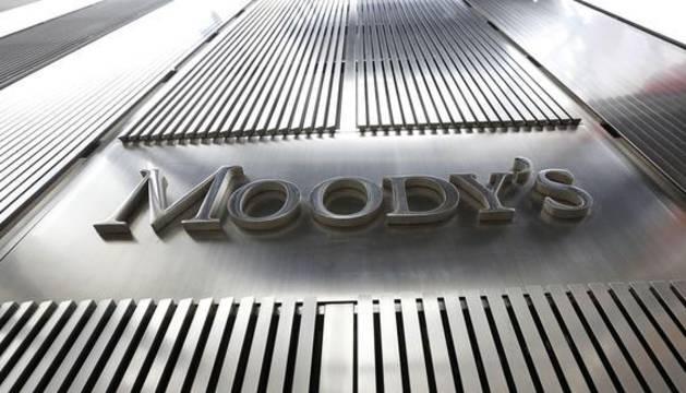 Logo de Moody's en la sede de la compañía de Nueva York.
