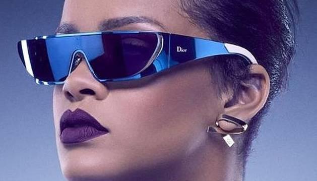 Las gafas de sol diseñadas por la cantante.