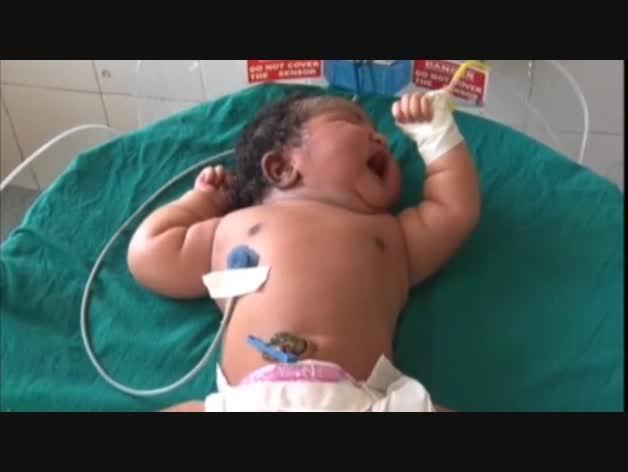 Una mujer de 19 años da a luz a a un bebé de casi 7 kilos