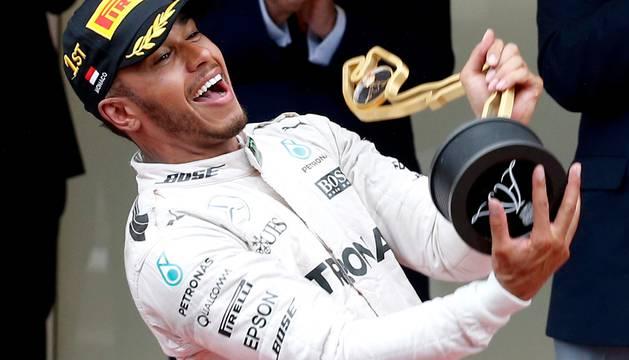 Lewis Hamilton celebra el triunfo.