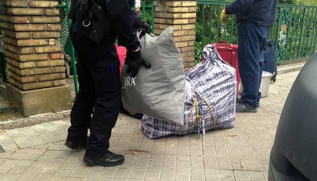 El Ayuntamiento desaloja y tapia el chalet ocupado de Beloso