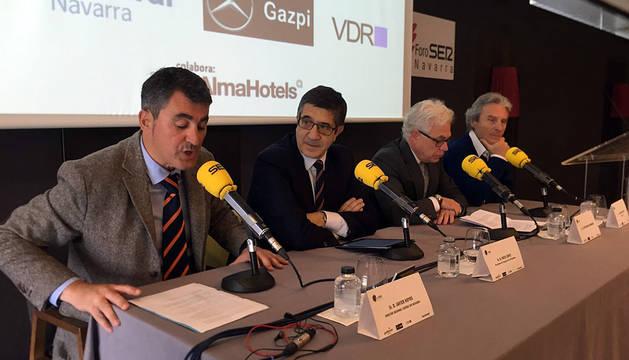 Patxi López sufre un cólico nefrítico viajando a Pamplona