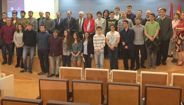 Participantes en la jornada de presentación de los dispositivos electroluminiscentes impresos