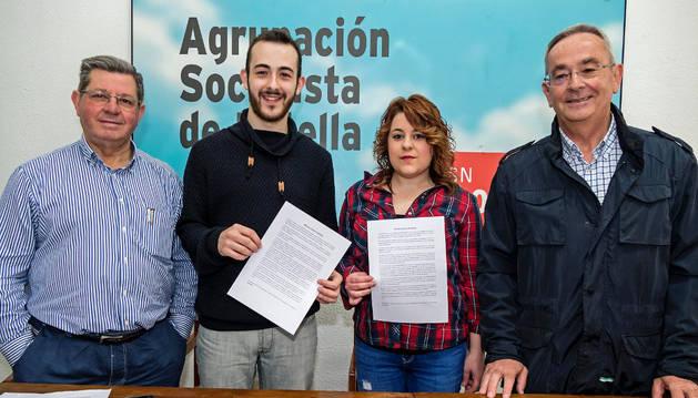 Desde la izquierda, Ignacio Sanz de Galdeano, Jorge Crespo, Sheyla Agustí y Juan Andrés Platero, durante l la presentación de la moción que llevan mañana al debate del pleno municipal.