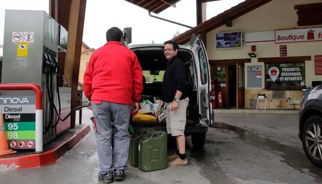 El conflicto de Francia aumenta el 20% la venta de combustible en la frontera