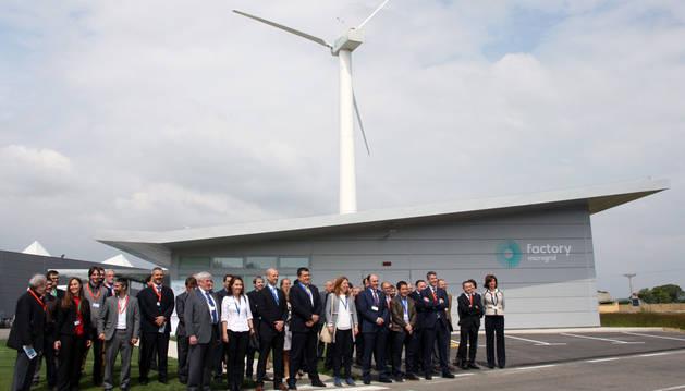 Asistentes a la inauguración de las instalaciones del proyecto LIFE Factory Microgrid