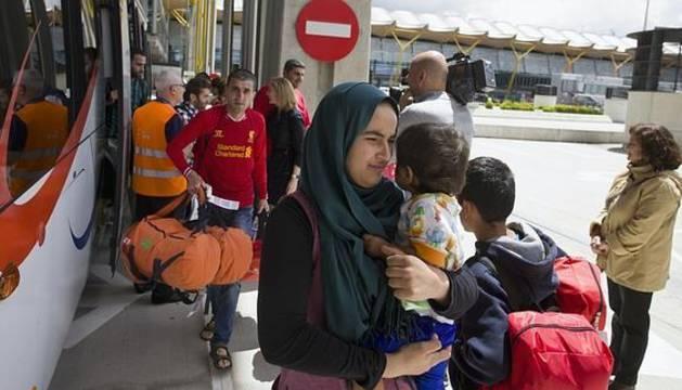 Solicitantes de asilo procedentes de Grecia llegados ayer a Madrid.