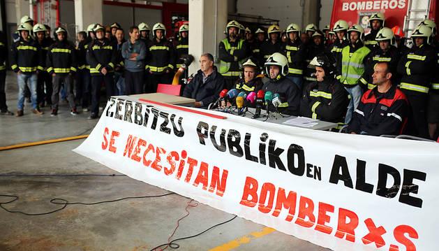 Los bomberos exigen al Gobierno más negociación y que dé