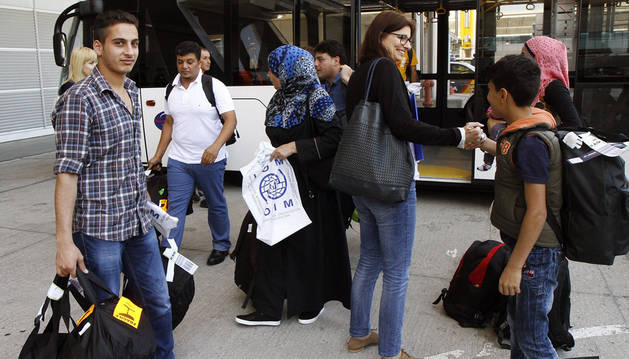 Navarra recibe a 14 refugiados a la espera de otros 14, sin fecha fijada