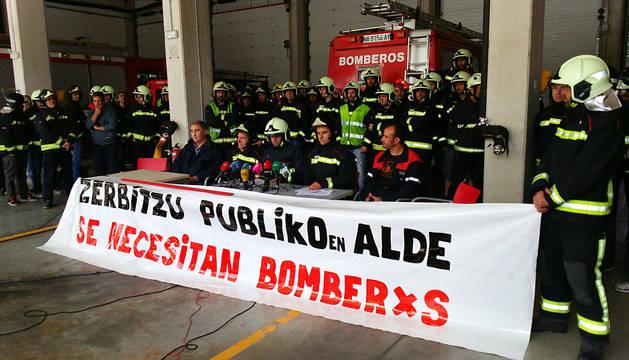 Los bomberos piden