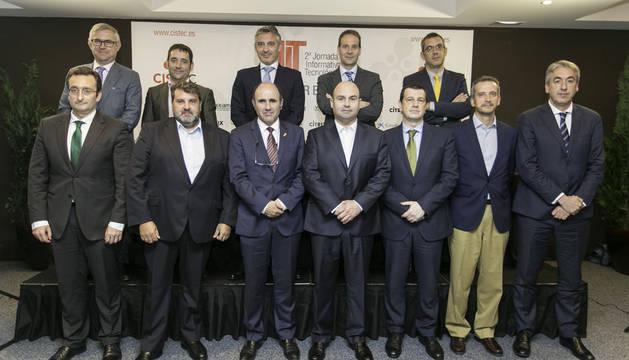 Ponentes de la jornada con el vicepresidente económico del Gobierno de Navarra, Manu Ayerdi