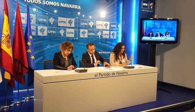 Rueda de prensa de UPN, con Sánchez de Muniáin en el centro.