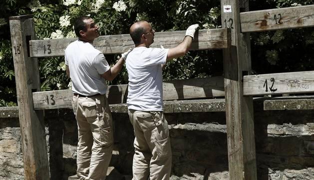 Carpinteros de la firma Hermanos Aldaz iniciaron este miércoles 1 de junio el montaje del vallado de los encierros.