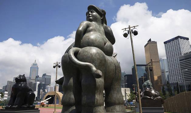 Botero llena de curvas el centro de Hong Kong