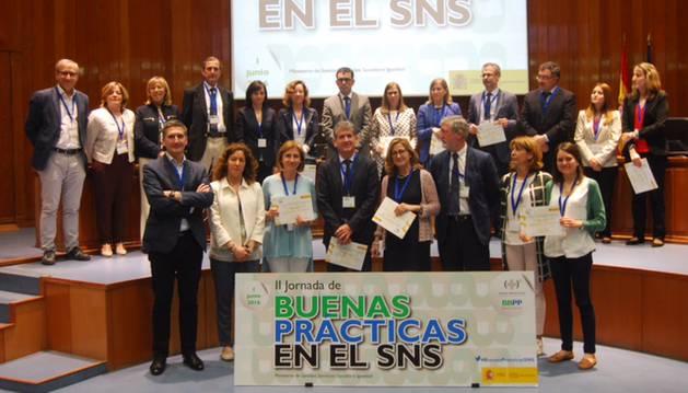 Javier Hueto y Pilar Cebollero han recogido el diploma acreditativo (1ª fila, 3º y 4ª dcha).