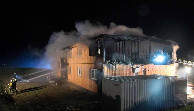 Un incendio provocado destruye un centro para refugiados en Austria