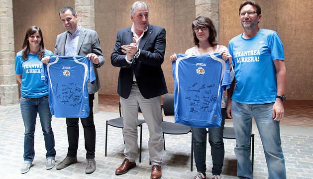 Acto de reconocimiento al equipo de fútbol sala femenino Txantrea por su ascenso a primera división.