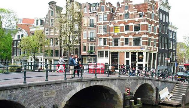 Muere en Amsterdam por beber demasiada agua tras drogarse