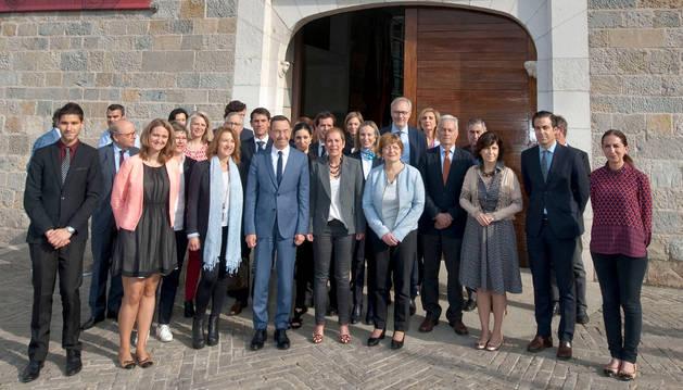 Foto de grupo de los asistentes a la cumbre del Arco Atlántico.
