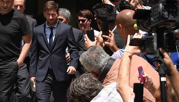El jugador del FC Barcelona Leo Messi, a su salida tras declarar ante la Audiencia de Barcelona.