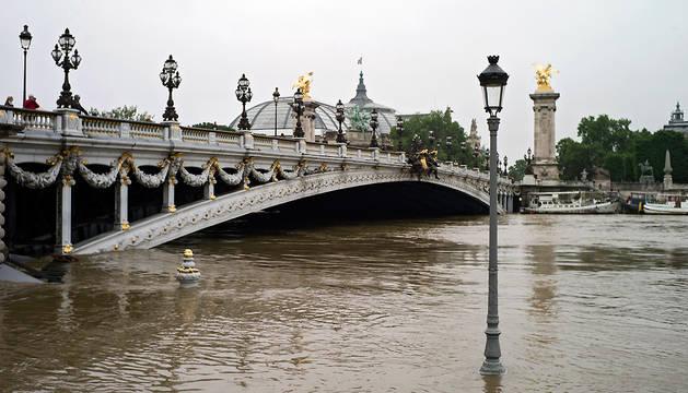 El Louvre cierra hoy sus puertas tras las graves inundaciones en el país