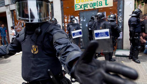 Agentes antidisturbios de los Mossos han rodeado los accesos del llamado