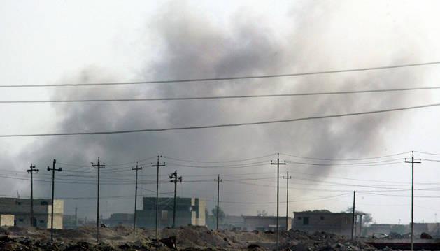 Bombardeo en la ciudad iraquí de Faluya.