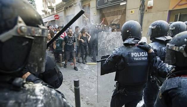 Incidentes entre los 'okupas' y los mossos el pasado 29 de mayo.