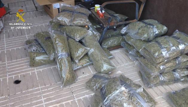 Alijo de cerca de 50 kilos marihuana ocultos en dobles fondos de una ambulancia con matrícula francesa.