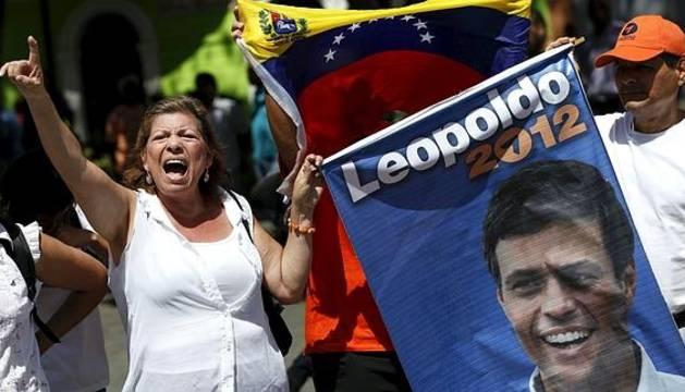 Manifestantes a favor de Leopoldo López.