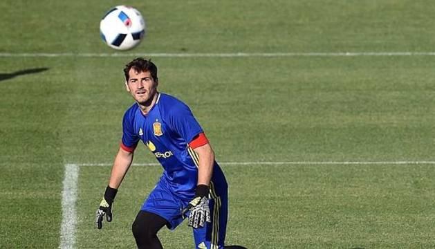 Iker Casillas, durante un entrenamiento con la selección.